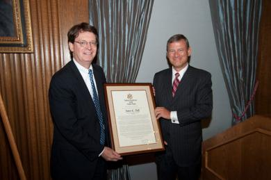 Former AO Director James C. Duff receives a proclamation recognizing his service to the Judiciary from Chief Justice John Roberts, Jr.