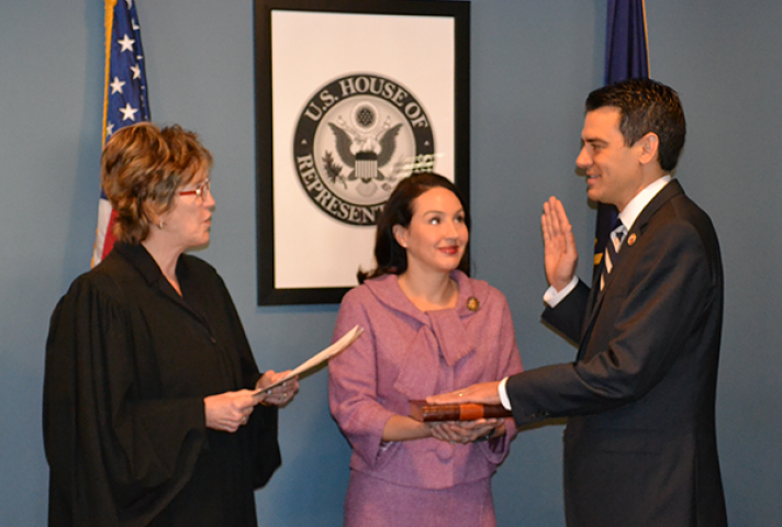 Rep. Kevin Yoder (R-KS) is sworn in by Chief Judge Kathryn H. Vratil of the District of Kansas.