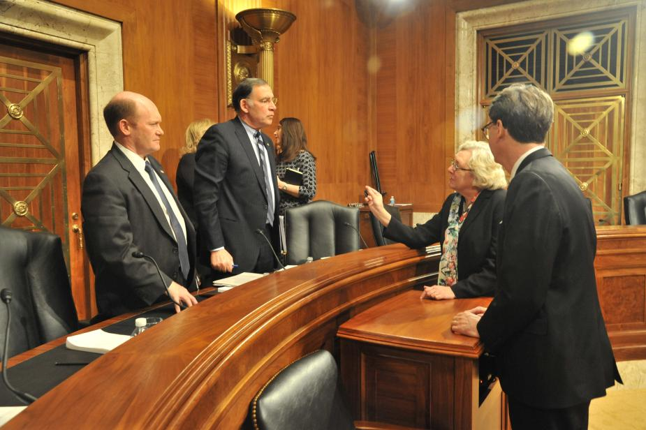 Senate Appropriations Subcommittee on Financial Services and General Government, (left to right)  Ranking Member Senator Christopher Coons, Chairman John Boozman, Judge Julia Gibbons and AO Director James C. Duff