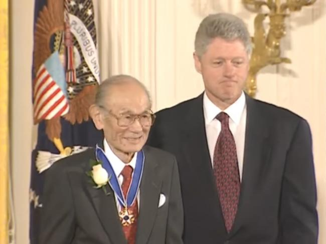 President Clinton presents Fred Korematsu with the Presidential Medal of Freedom Award.